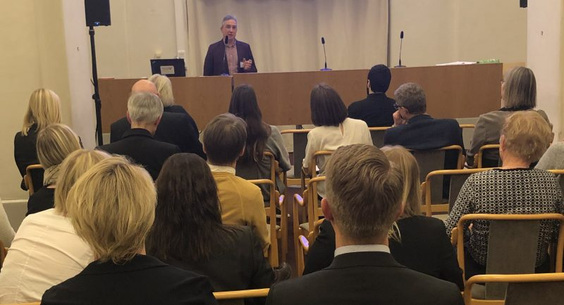 Eduardo Afonso talar på Riksdagsseminarium om barn födda via surrogatmödraskap - Nordic Surrogacy