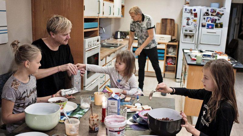 Mikkel og Kjartan har fået tre børn med hjælp fra en surrogat - Nordic Surrogacy