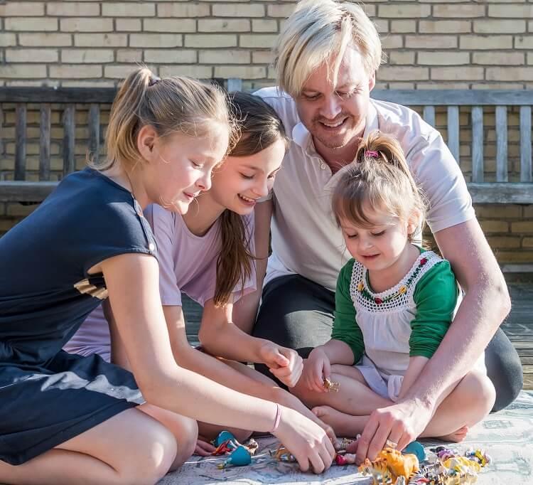 Bøsser får børn gennem surrogacy - Nordic surrocacy