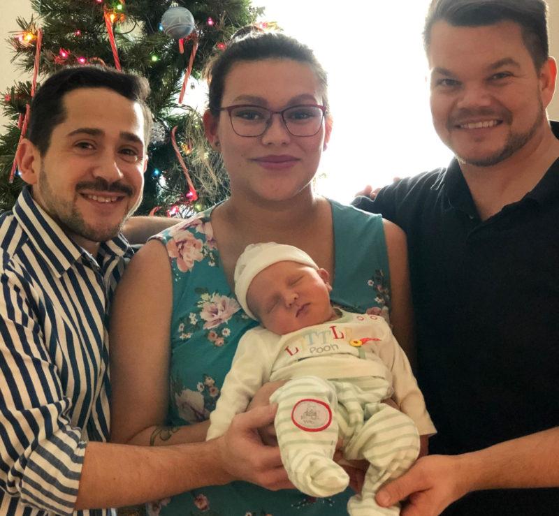 Paret med surrogatmamman och deras lilla son - Nordic Surrogacy