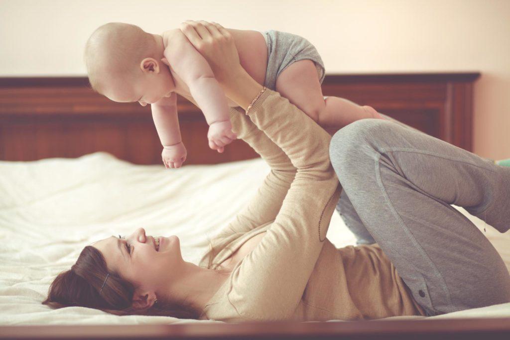 """""""Unga människor bör få bättre möjligheter att avgöra när de vill bli föräldrar."""" - Nordic Surrogacy"""