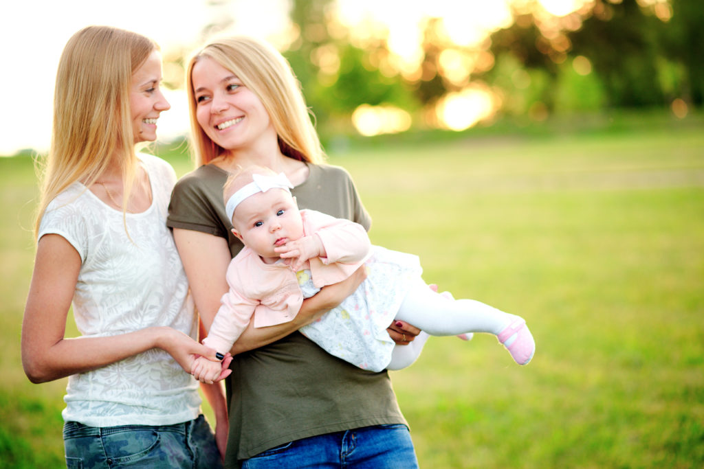 Surrogatmamma och äggdonation för lesbiska och ensamstående kvinnor - Nordic Surrogacy